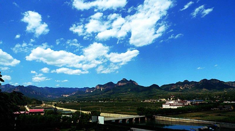 旅游区位于邢台市西侧,距市区约70公里,是一处风光秀美的自然风景区.