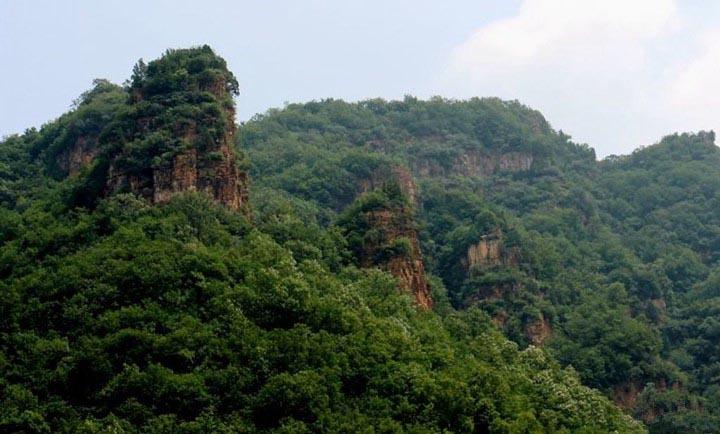 青松岭大峡谷是国家3a风景区,距兴隆县城19公里,距北京,天津等周边